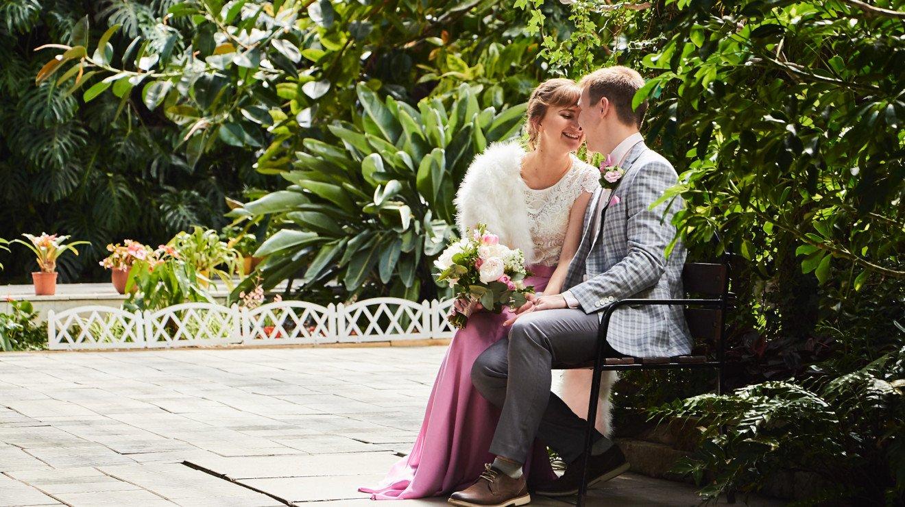 Свадебный фотограф фотосессия в оранжерее