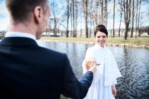 Свадебная фотосессия весной в Лопухинском саду 15