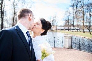 Свадебная фотосессия весной в Лопухинском саду 18