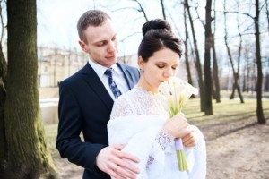 Свадебная фотосессия весной в Лопухинском саду 25