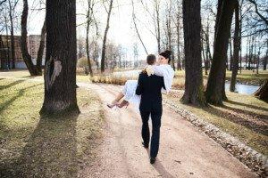 Свадебная фотосессия весной в Лопухинском саду 28