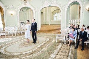 Свадебная фотосессия весной в Лопухинском саду 5
