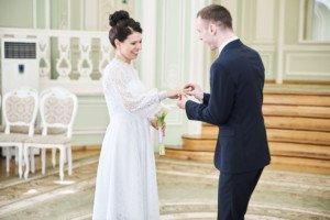 Свадебная фотосессия весной в Лопухинском саду 7