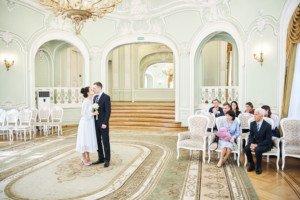 Свадебная фотосессия весной в Лопухинском саду 8