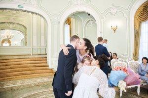 Свадебная фотосессия весной в Лопухинском саду 9