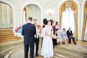 Свадебная фотосессия весной в Лопухинском саду 10