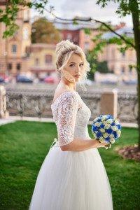 Невеста на свадебной фотосесии в новой голландии