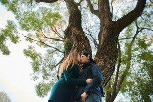 пара под осенним деревом 2
